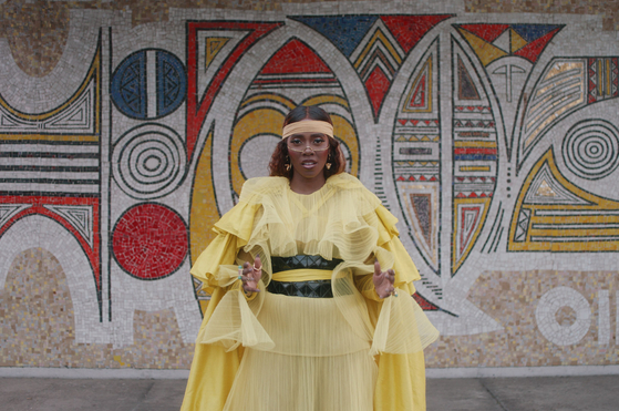 "This image released by Disney Plus shows Tiwa Savage in ""Keys to the Kingdom"" a scene from Beyonce's visual album ""Black is King,"" premiering Friday on Disney Plus. [AP/YONHAP]"