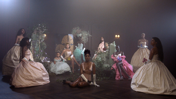 "This image released by Disney Plus shows Beyonce and her daughter Blue Ivy Carter, seated in the background on the left, and Kelly Rowland, center, in ""Brown Skin Girl"" a scene from Beyonce's visual album ""Black is King,"" premiering Friday on Disney Plus. [AP/YONHAP]"