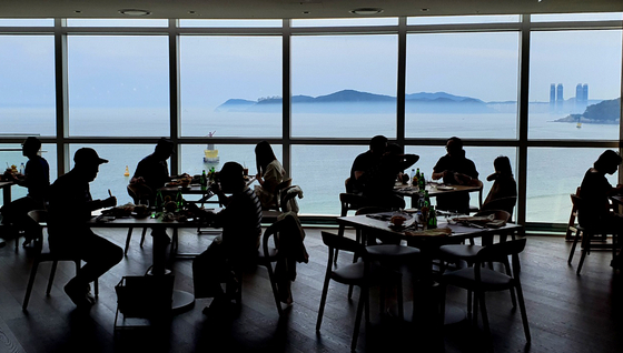 A dining lounge is pictured in Lotte's Signiel Hotel Busan. [LOTTE SIGNIEL HOTEL]
