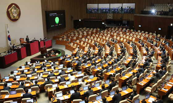 The United Future Party's seats are empty after the main opposition party walked out in protest of the jeonse reform legislation at the National Assembly in Seoul on July 30. [OH JONG-TAEK]