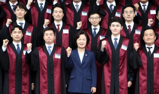 Justice Minister Choo Mi-ae, center, poses for a group photo with newly appointed prosecutors at the commencement ceremony in the central government complex in Gwacheon, Gyeonggi, on Monday. [YONHAP]