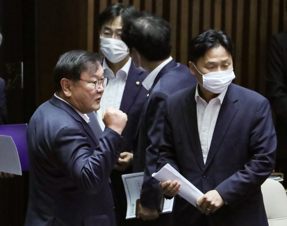 Kim Tae-nyeon, Democratic Party floor leader, clinching a fist after the ruling party pushed through major legislation that the party has been championing including higher taxation on real estates at the National Assembly on Tuesday in Yeouido, western Seoul. [YONHAP]