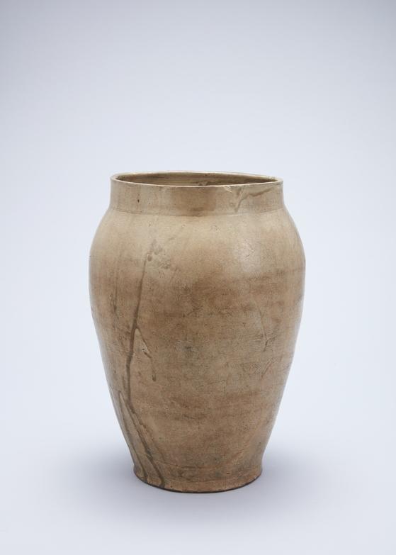 "National Treasure No. 326, Celadon Jar with Inscription of ""the Fourth Sunhwa Year.""[NATIONAL MUSEUM OF KOREA]"