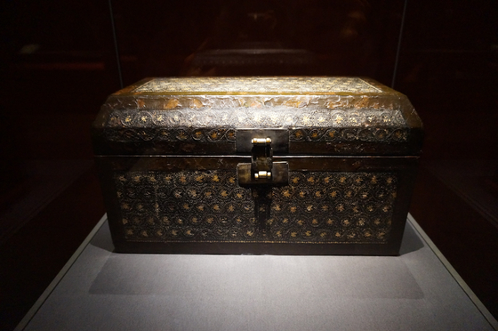 Treasure No. 1975, the Sutra Box Inlaid with Mother-of-pearl. [ESTHER CHUNG]