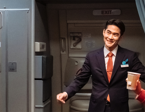 Actor Bae Jung-nam portrays rookie steward Jung Hyun-min, an earnest but awkward character who does his best to assist Mi-young. [MEGABOX PLUS M]