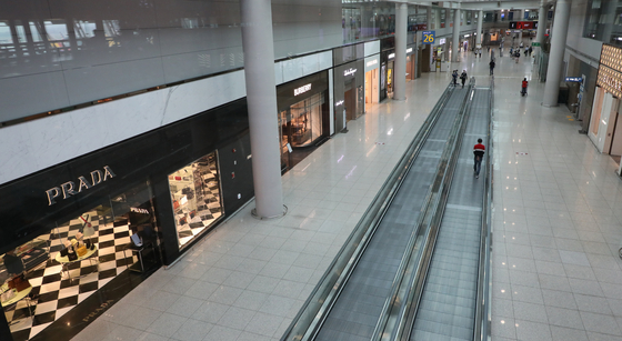 The duty-free section of Incheon International Airport is empty as people avoid international trips. According to the tourism ministry, the cancellation rate for trips abroad was 72 percent as of June, with 3 trillion won ($2.53 billion) of business lost. [YONHAP]