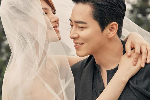 Singer Gummy and actor Cho Jeong-seok. [C-JES ENTERTAINMENT]