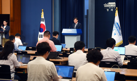 On June 21, Blue House policy chief Kim Sang-jo gives a briefing on the government's measures to deal with Japan's export restrictions on key materials for semiconductor production in Korea. [JOINT PRESS CORPS]