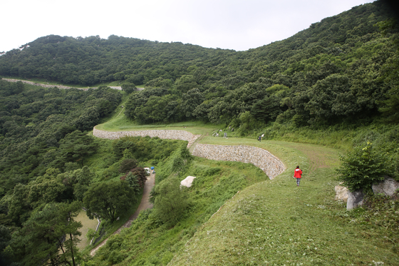 A visitor walks on Imjon Fortress in Yesan county, South Chungcheong. [LEE SUN-MIN]