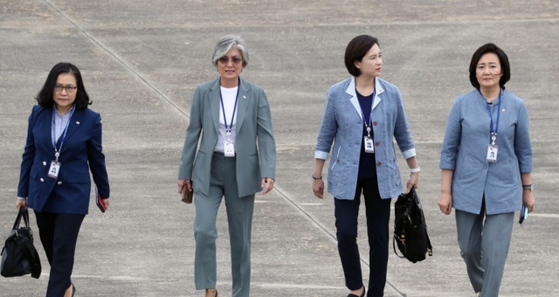 From left, Yoo Myung-hee, trade minister; Kang Kyung-wha, foreign minister; Yoo Eun-hae, education minister; and Park Young-sun, SMEs and startups minister, during their trip to Asean nations in 2019. [YONHAP]