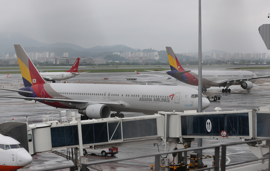 Asiana Airline at Gimpo International Airport on Aug. 2. [YONHAP]