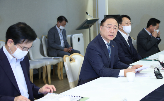 Finance Minister Hong Nam-ki, second from left, presides over a meeting on real estate at the government complex in central Seoul on Wednesday. [YONHAP]