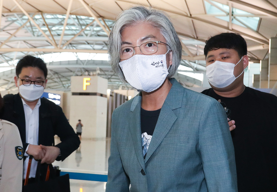 Korean Foreign Minister Kang Kyung-wha departs for Germany from Incheon International Airport on Sunday in her first overseas trip since February. [YONHAP]