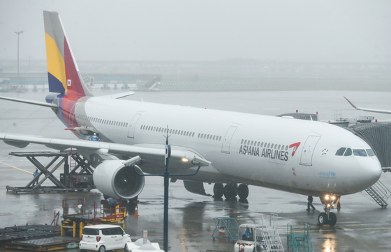 Asiana Airlines passenger aircraft parked at the Incheon International Airport on Sunday. [YONHAP]