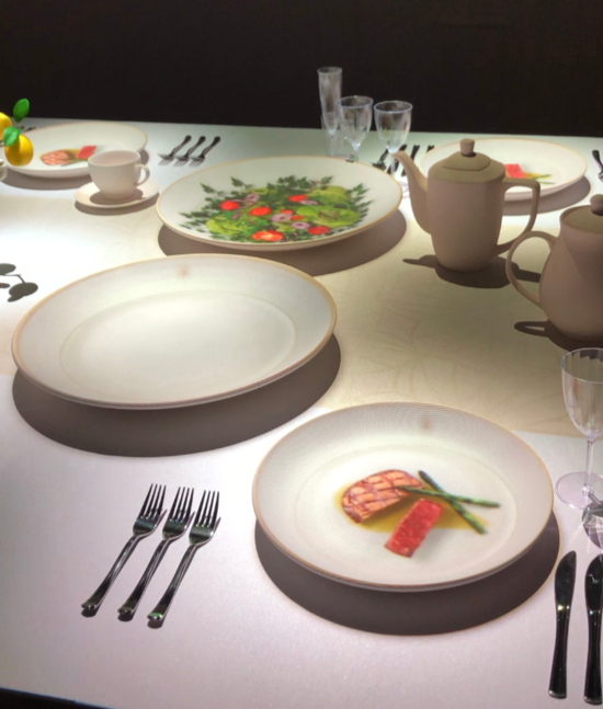 Using projection media, the exhibit visualizes what kind of food the foreign diplomats and the royal court enjoyed in Deoksu Palace. [YIM SEUNG-HYE]