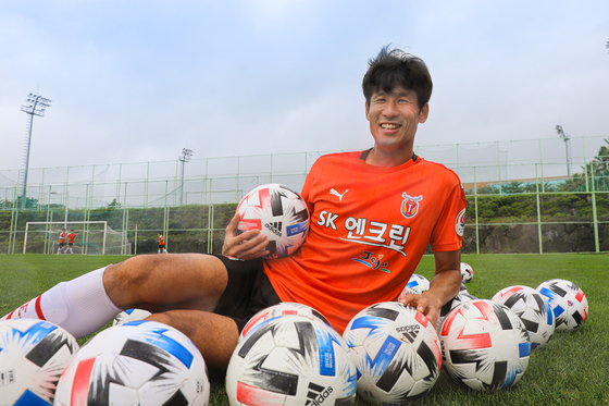 Jung Jo-gook hopes to prove that he is not yet done with his career by helping Jeju United get promoted to the K League 1 this season. [JEJU UNITED]