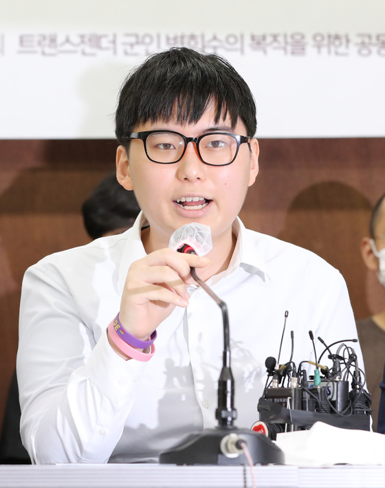Byun Hee-soo, a former South Korean soldier forcibly discharged after a sex reassignment operation, attends a press conference in Seoul over her legal fight on Tuesday. [YONHAP]