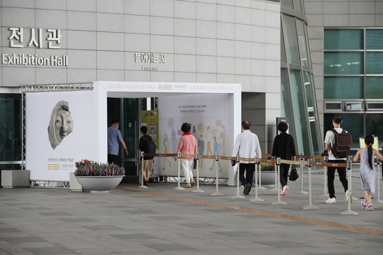 The Ministry of Culture, Sports and Tourism will inject 90.4 billion won ($76.3 million) to distribute discount coupons to help revitalize the ailing cultural industries. [YONHAP]