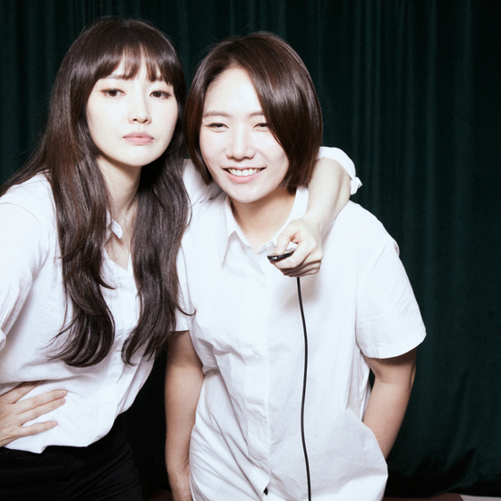Okdal members Kim Yoon-ju (left) and Park Se-jin. [MAGIC STRAWBERRY SOUND]