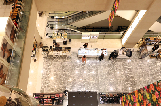 An almost empty Shinsegae Department Store in central Seoul in May. [YONHAP]