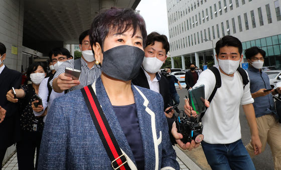 Former lawmaker Sohn Hye-won leaves the Seoul Southern District Court on Wednesday. The court convicted her for using insider information for real estate purchases under other people's names.  [YONHAP]