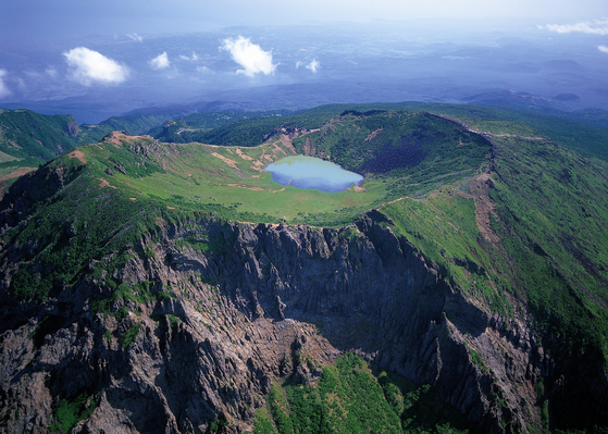 Mount Halla is the highest mountain in Korea, standing at 1,947 meters. [JEJU WORLD NATURAL HERITAGE CENTER]
