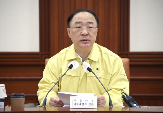 Finance Minister Hong Nam-ki speaks during a briefing on Thursday. [YONHAP]