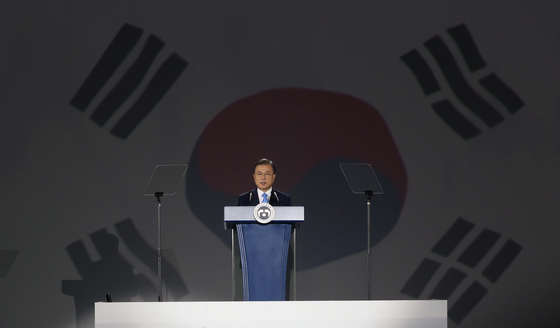 President Moon Jae-in delivers an address to commemorate the 75th anniversary of Korea's liberation from Japanese rule in 1945 at the Dongdaemun Design Plaza (DDP) in central Seoul on Saturday. [YONHAP]
