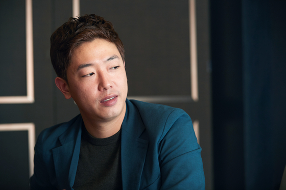 """Video director Shin Tae-yeon from the Seoul Arts Center's digital media and culture events department who took the helm of the new film, """"The Story of an Old Couple: Stage Movie."""" [SEOUL ARTS CENTER]"""
