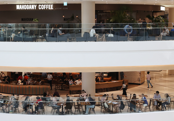People lounge around indoor cafes at Times Square Mall in Yeongdeungpo District, western Seoul, on Monday. Monday was a substitute holiday to Liberation Day, which was on Saturday. [YONHAP]
