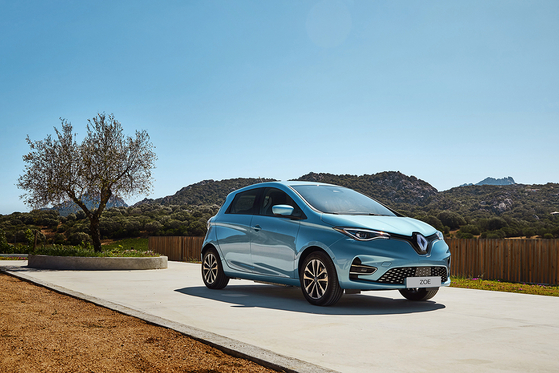Renault's electric vehicle (EV) ZOE. The French automaker on Tuesday said it is now officially selling the EV in Korea. ZOE can travel 309 kilometers (192 miles) on a single charge. Including the government subsidies, the price of the French EV is around 28 million won ($23,600). [RENAULT SAMSUNG MOTORS]