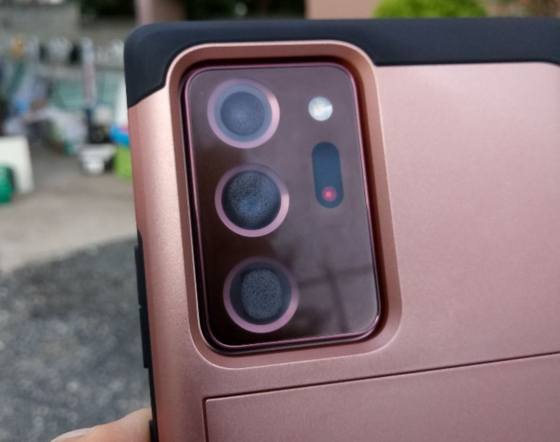 A user shared a photo on an online community showing a Galaxy Note20 Ultra with condensation visible over all three camera lenses. [SCREEN CAPTURE]