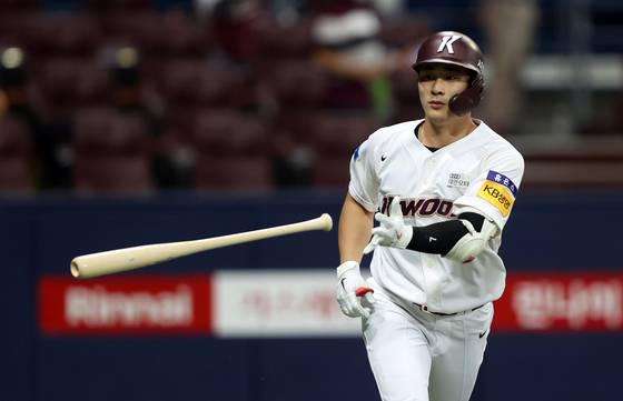 Kiwoom Heroes' Kim Ha-seong rounds the bases after hitting a three-run home run during a game against the KT Wiz at Gocheok Sky Dome in western Seoul on Aug. 5. [YONHAP]