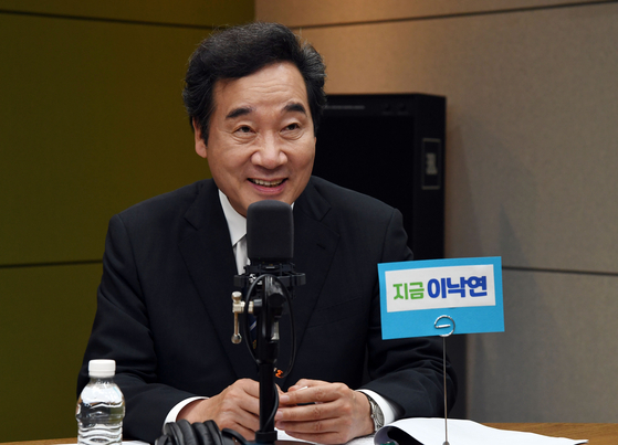 Rep. Lee Nak-yon attends a debate hosted by CBS Radio on Tuesday afternoon. Earlier Tuesday morning, Lee participated in the broadcaster's news program and used the same microphone that a reporter infected with the coronavirus had used. He took a Covid-19 test in the evening and was confirmed negative on Wednesday.  [YONHAP]