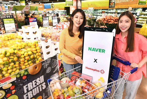 Models promote a Homeplus and Naver partnership that enables Naver shoppers to purchase Homeplus products without having to login to the retailer's app. The service started Thursday. [HOMEPLUS]