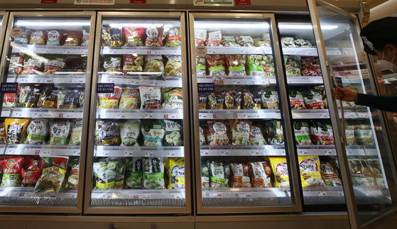 A variety of frozen food is displayed at a large supermarket in Seoul. [YONHAP]