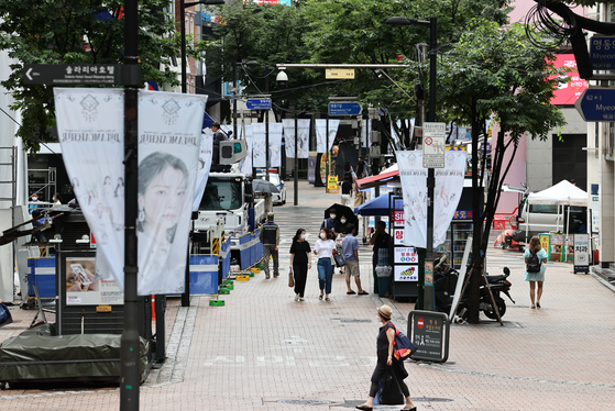 A street in Myeong-dong, central Seoul, usually crowded with tourists and shoppers, is seen almost empty Saturday. [YONHAP]