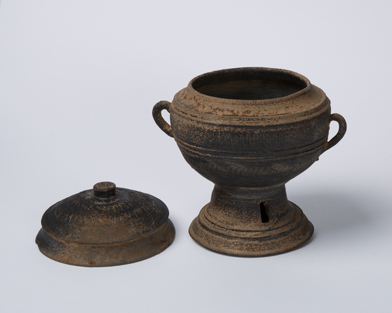 Pottery from the Gaya Confederacy (42-562) collected by Professor Park Young-taek. [2GIL29 GALLERY]