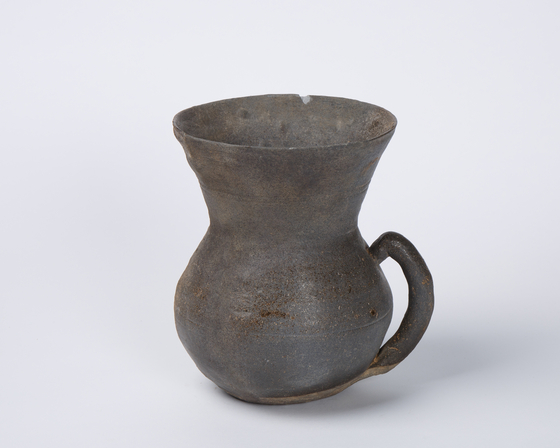 A piece of pottery from the Gaya Confederacy (42-562) collected by Professor Park Young-taek. [2GIL29 GALLERY]