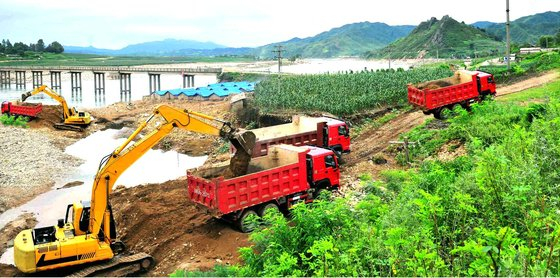 Recovery work is underway at an area in North Korea's Kangwon Province damaged by flooding earlier this month. [NEWS1]