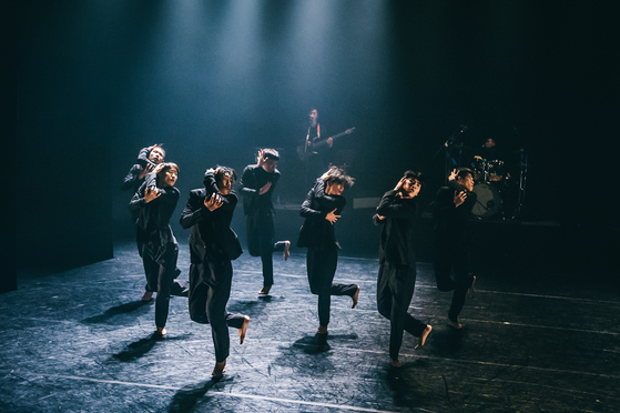 """Young choreographer Kim Jae-duk's signature piece 'Darkness Poomba"""" will be staged on Sept. 17 and 18 at LG Arts Center, southern Seoul. The dance is based on pumba, a traditional beggar's song. [LG ARTS CENTER]"""