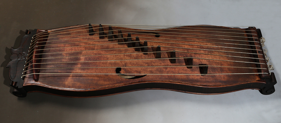 Kim has modernized ajaeng (traditional string instrument) to make it easier to play. [PARK SANG-MOON]