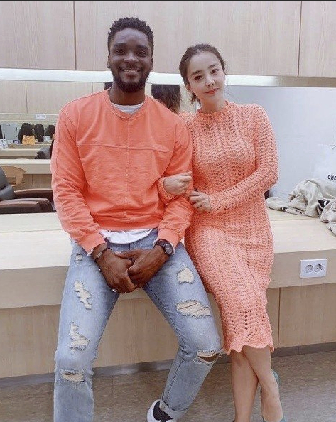 A photo of Sam Okyere, left, and actor Park Eun-hye which Okyere uploaded in March 2019. [INSTAGRAM CAPTURE]