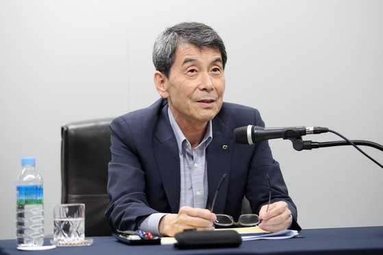 Korea Development Bank (KDB) Chairman Lee Dong-gull speaks at an online press event on Aug. 3, discussing KDB's stance on the Asiana Airlines acquisition deal. [YONHAP]