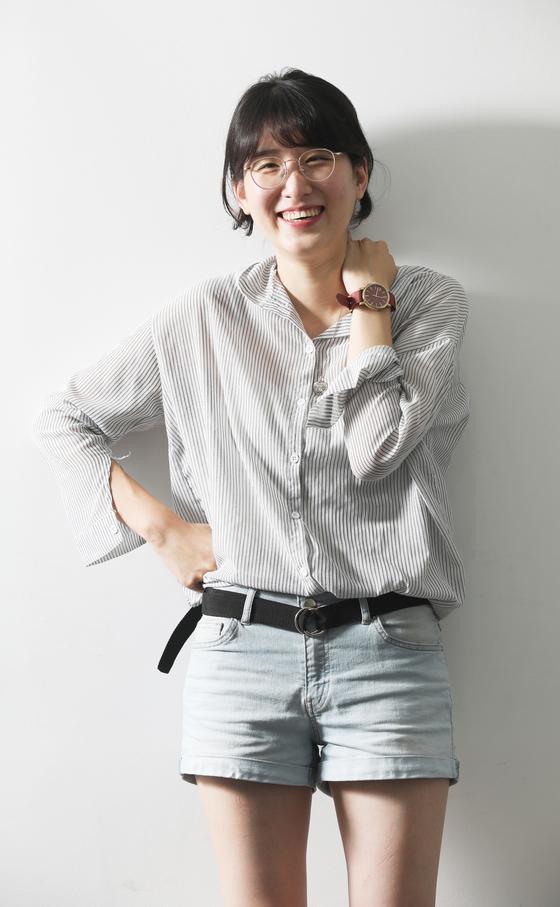 Director Han Tae-ee posing in the office of Korea JoongAng Daily. [PARK SANG-MOON]