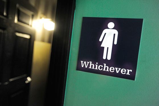 A gender neutral sign on a bathroom at a restaurant in Durham, North Carolina. [AFP/YONHAP]
