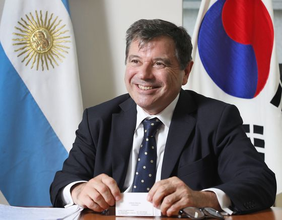 Ambassador of Argentina to Korea, Alfredo Carlos Bascou, in the interview with the Korea JoongAng Daily at the office in central Seoul last month. [PARK SANG-MOON]