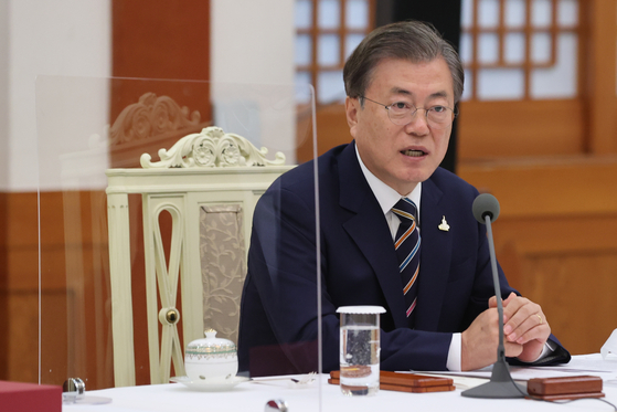 President Moon Jae-in on Thursday urges Protestant leaders to cooperate with the government's preventive measures to contain the coronavirus outbreak.  [YONHAP]