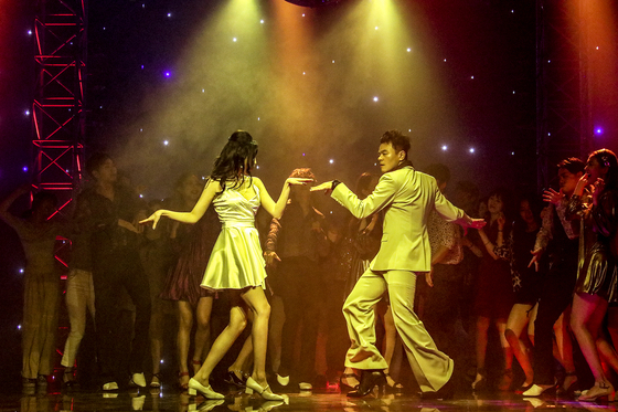 """A captured image from Park Jin-young's collaboration with singer Sunmi """"When We Disco."""" [JYP ENTERTAINMENT]"""