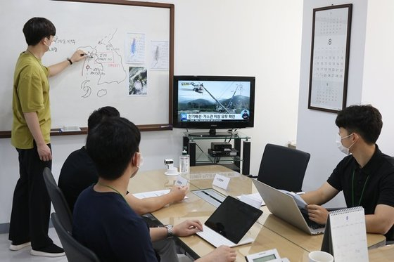 BGF Retail's task force for Typhoon Bavi holds a meeting at the company's headquarters in Gangnam District, southern Seoul, on Aug. 26. [BGF RETAIL]
